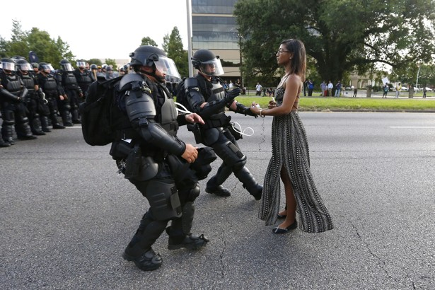 Jonathan Bachman for Reuters, photo of Ieshia Evans, Baton Rouge, LA, July 9, 2016.
